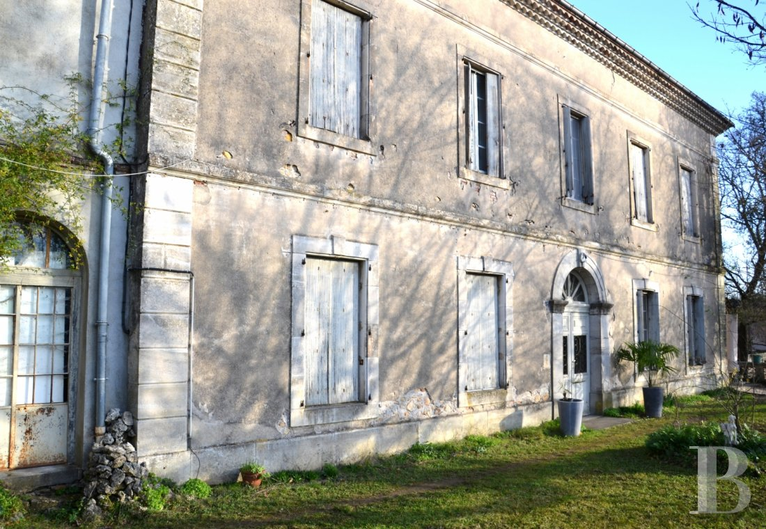 character properties France midi pyrenees character houses - 4