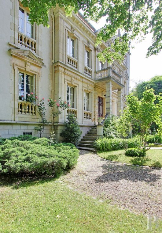 "Residences for sale - ile-de-france - An impressive 1880 ""facade-house"", with its garden and swimming pool,  35 minutes from Paris in the midst of the prestigious Maisons-Laffitte Park"