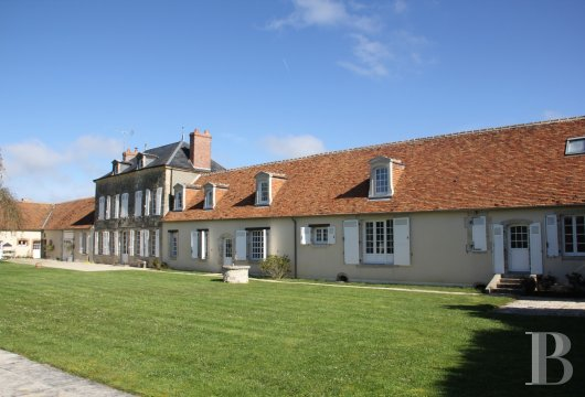 character properties France center val de loire large luxurious - 2 mini
