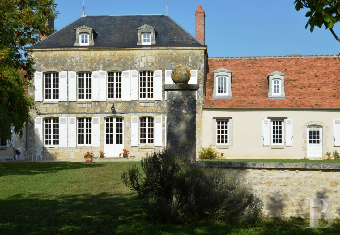 character properties France center val de loire large luxurious - 1 mini