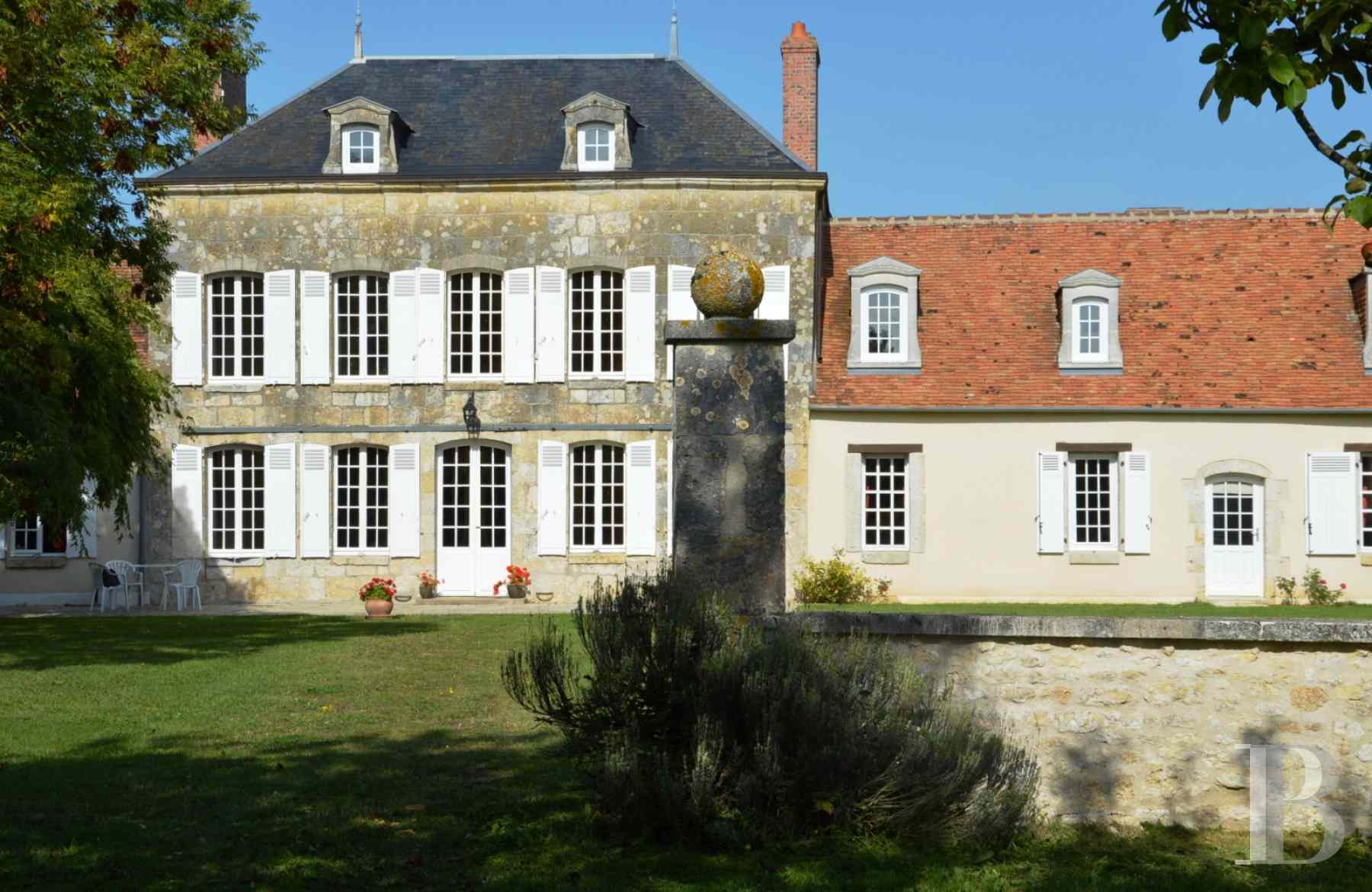 character properties France center val de loire large luxurious - 1 zoom