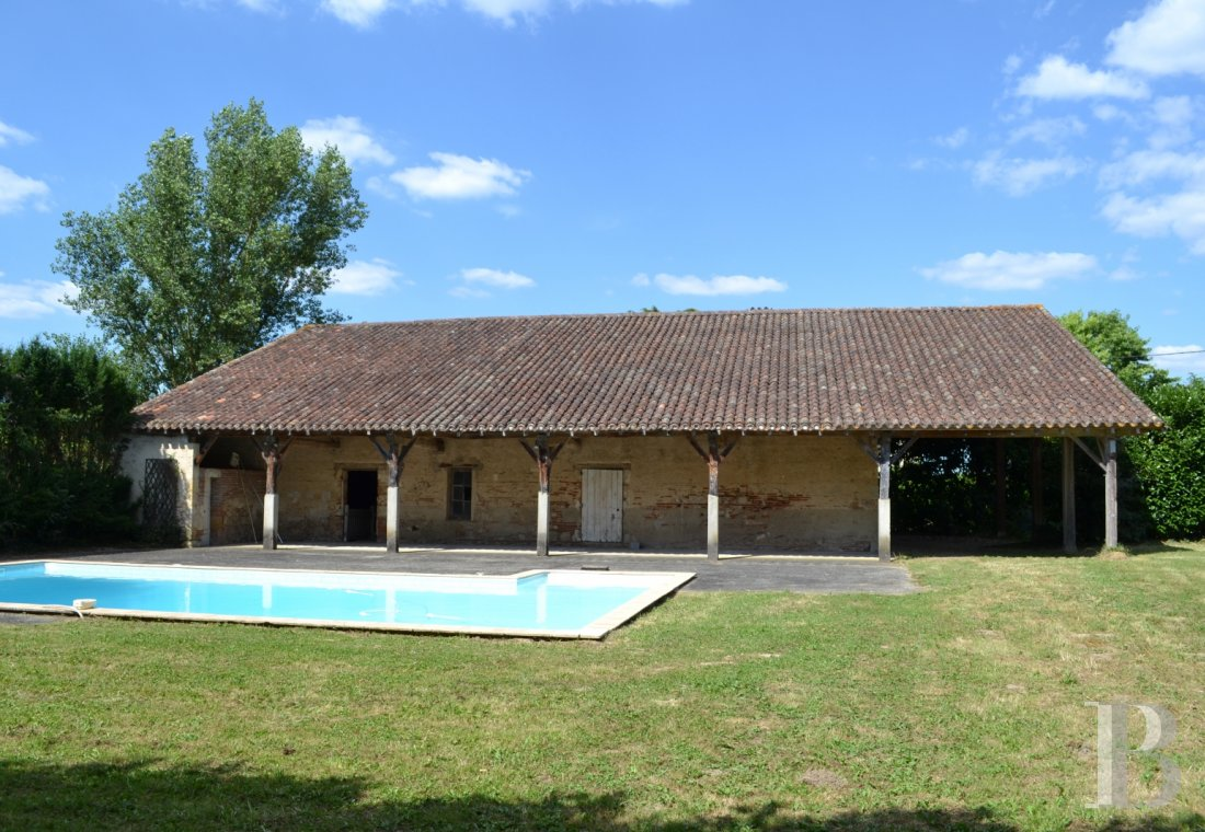 chateaux for sale France aquitaine agen 18th - 17