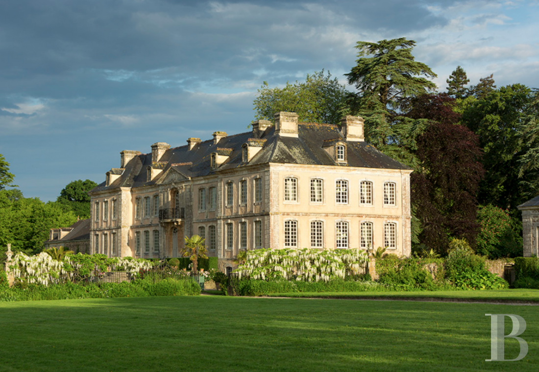 fAn 18th century chateau offering luxurious stays at the tip of Cotentin - photo n°1