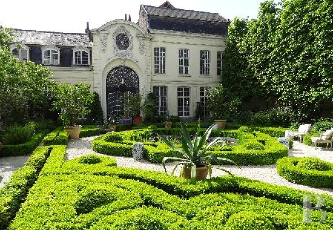 fA stunning private mansion in Ghent, not far from the poetically celebrated Lys river - photo n°1