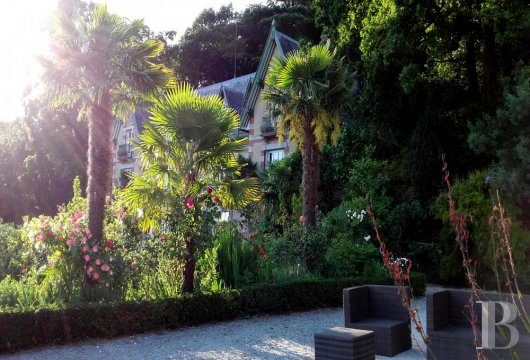 fA small chateau surrounded by sunkissed exotic gardens,  across the way from the Mont-Saint-Michel - photo N°6