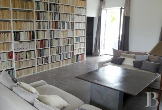 character properties France corse 2 storey - 3