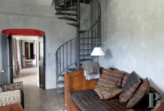 character properties France corse 2 storey - 4