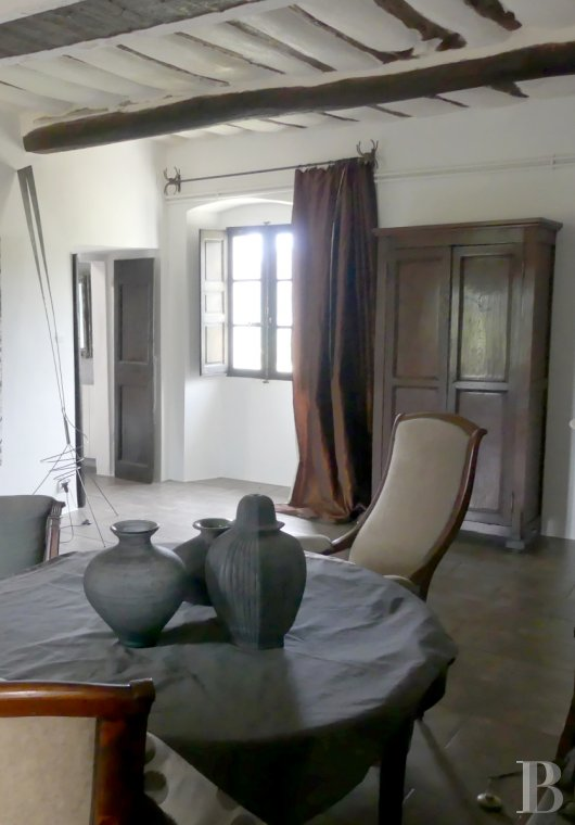 character properties France corse 2 storey - 8