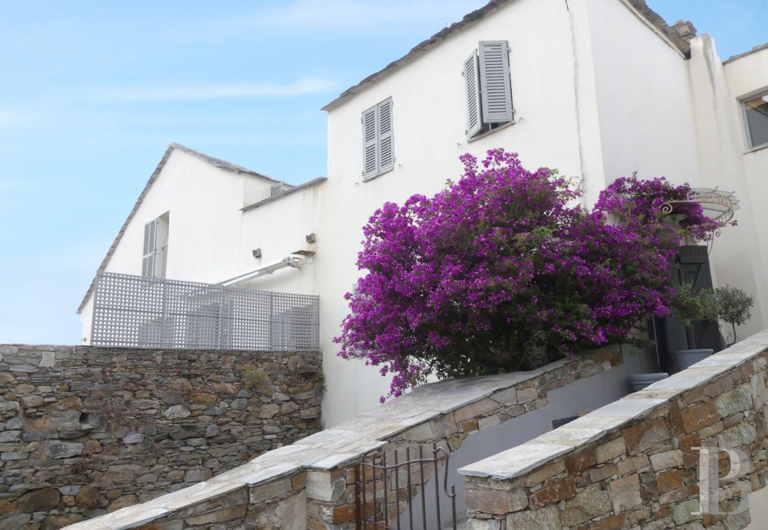 character properties France corse 2 storey - 1