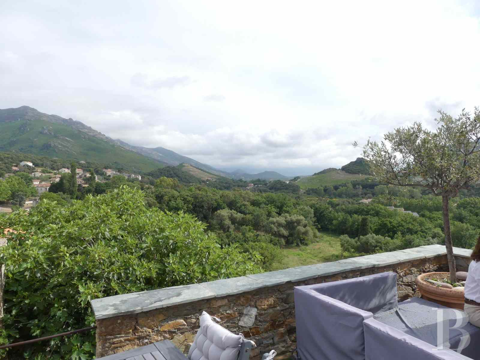 character properties France corse 2 storey - 9 zoom