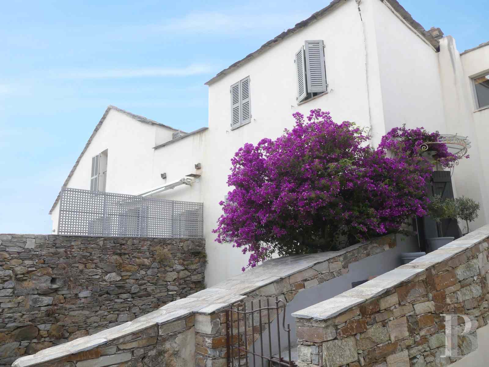 character properties France corse 2 storey - 1 zoom