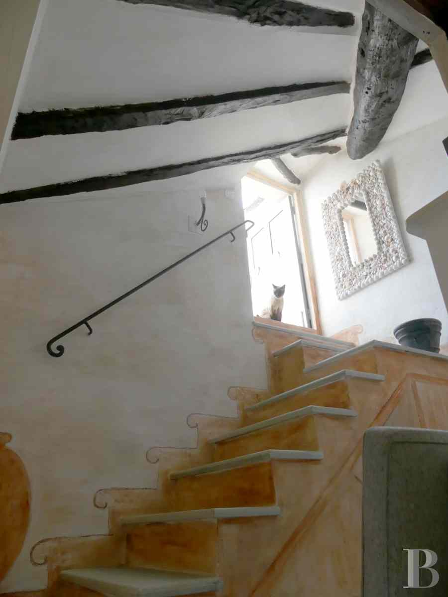 character properties France corse 2 storey - 5 zoom