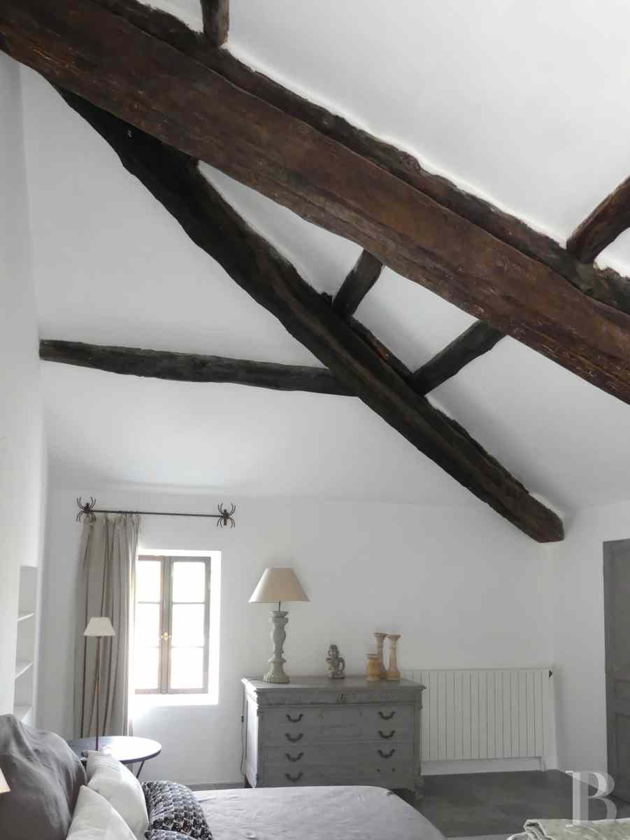 character properties France corse 2 storey - 6 zoom