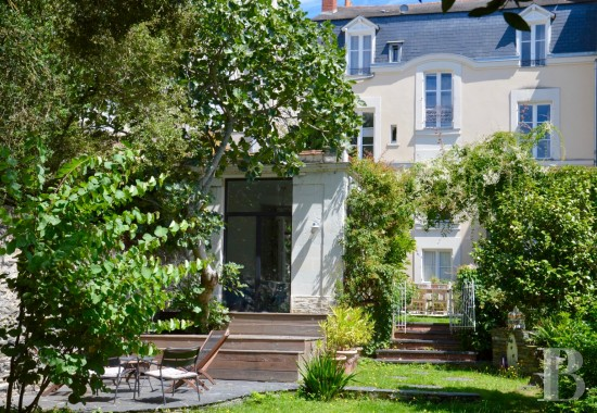 Mansion houses for sale - pays-de-loire - A superb mansion house with a garden in the town centre of Angers