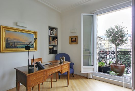appartments for sale paris place maubert - 4