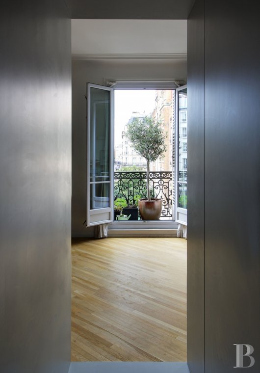 appartments for sale paris place maubert - 5