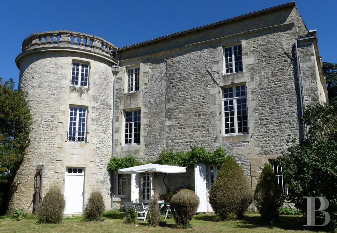 France mansions for sale poitou charentes 18th century - 1