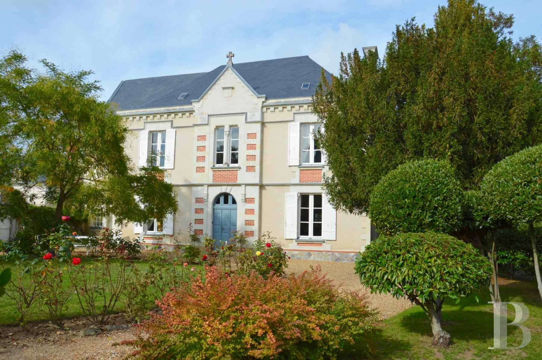 monastery for sale France pays de loire presbytery outbuildings - 1 zoom