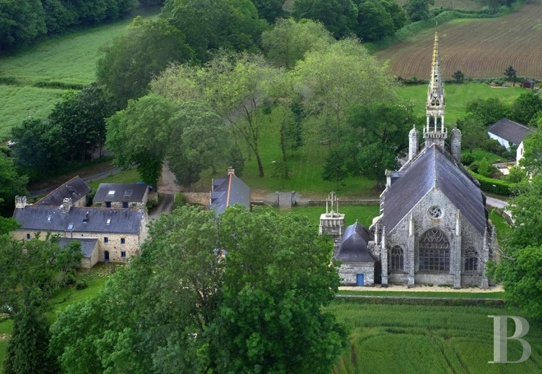 Manors for sale - brittany - An 18th century manor house and its converted outbuildings  beside a chapel in Brittany