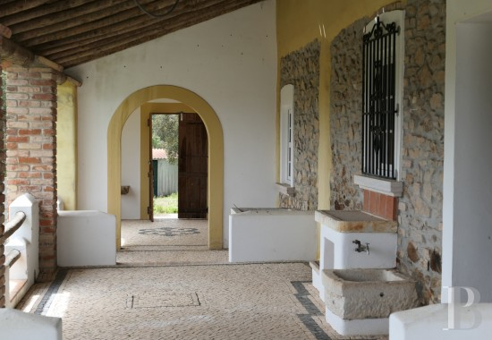 A resolutely authentic country house <br/>with almost a hectare of land in the Ribatejo province