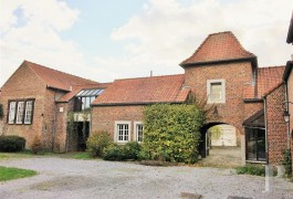 A cleverly renovated, 1,283 m² farm, in the Hesbaye area, 30 minutes from Liège and Namur