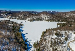 A lakeside plot of building land  in the region of Laurentides