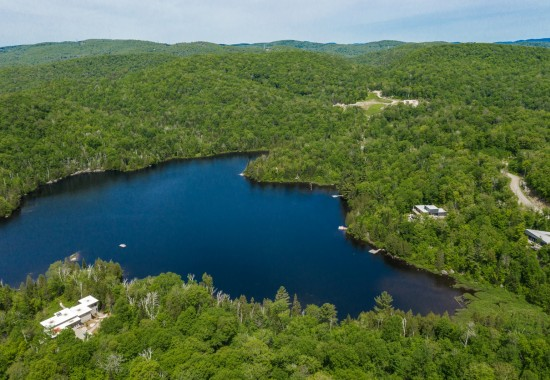 A lakeside plot of building land <br/>in the region of Laurentides