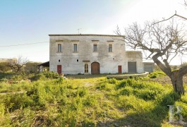 An old villa and its orchard with 10 ha  in the Salento region countryside between Galatone and Nardo