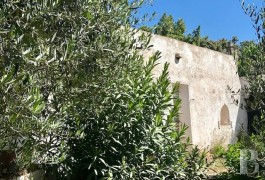 "A traditional, old, stone ""lamia"" on 2 hectares of building land  just 30 minutes from Brindisi airport"