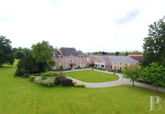 An 18th century chateau and its 10-hectare estate <br/>in the province of Liège