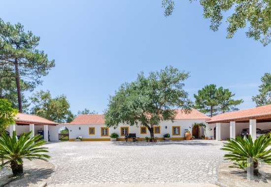 A luxury villa in a private 35-hectare residential property <br/>in Azeitão, near Arrábida Nature Park