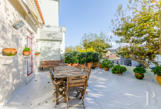A 3-storey, 290 m² flat with terraces  in the historic centre of Sintra