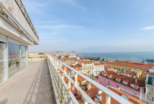 A 431 m² flat in Lisbon,  with panoramic views of the town and the river Tagus estuary