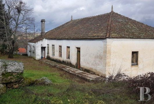 A country house awaiting renovation  at the foot of the mountains in the village of Cerdeira