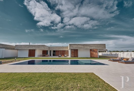 A contemporary, 237 m² villa, with a garden, a swimming pool and  a view over the countryside, in the L'And-Vineyards retreat ...