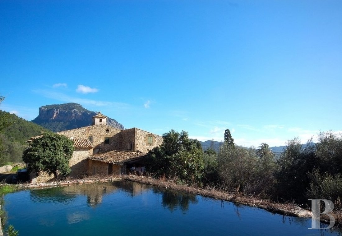 A 97-ha farming property on the heights <br/>of Mallorca's Serra-de-Tramuntana mountain range