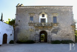 A 16th century villa in the midst of its 2 ha of parklands  in the prestigious Cenate district, just a few kilometres from Nardo
