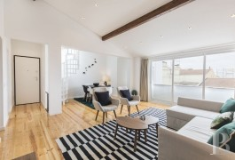 A newly renovated flat and its terrace, with a view of the river Tagus,  on one of Lisbon's highest hills on the edge of the Graça district